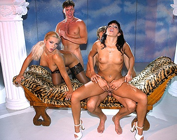 Private  porn video: Cassandra Wild se masturba mientras mira una orgía con anal y DP, Nicole, Lorena Red y mucha alegría