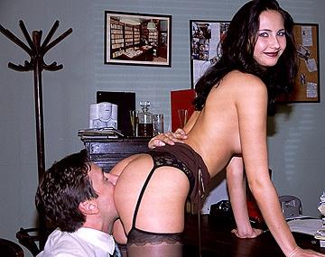 Private  porn video: Patricia Diamond wordt leunend op haar eigen buro door haar geile baas geneukt
