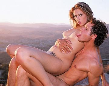 Private  porn video: Vanilla Skye wordt hard anaal geneukt en pijpt tot een druipende facial