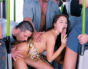 Private  porn video: Alexa May fantasme sur un gang bang en se branlant la moule