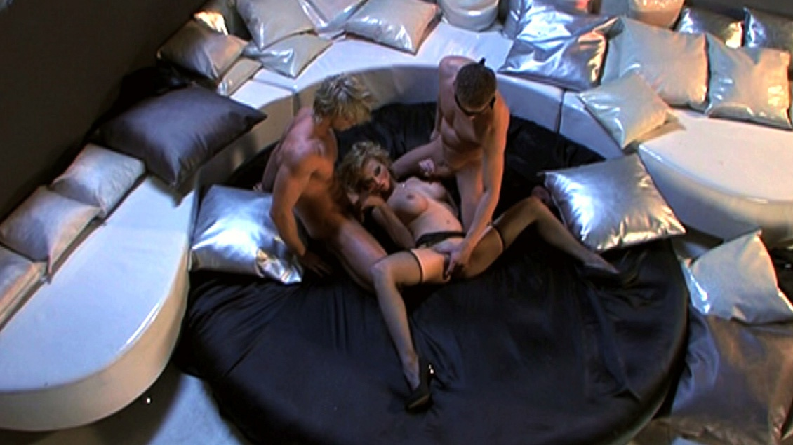 Tarra White Lays Back and Allows Two Guys to Give Her a Pearl Necklace
