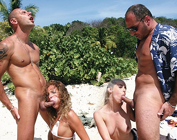 Private  porn video: Brunette Lauren May en blonde Nesty worden keihard geneukt op het strand in een MFF triootje