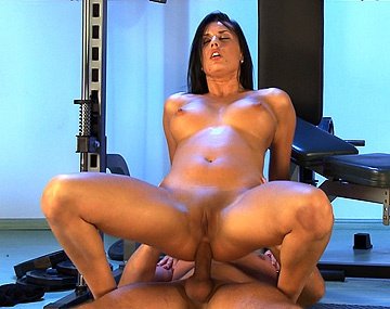 Private HD porn video: Melissa Ria hace sentadillas en la polla de su entrenador