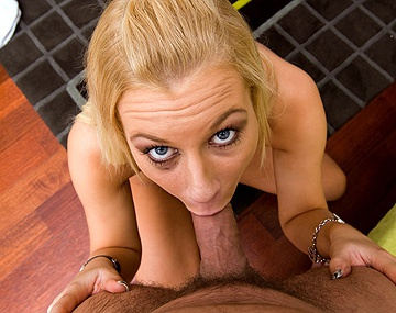 Private HD porn video: Angelina Love strippt und bläst
