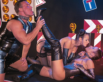 Private  porn video: Zorritas Calentitas Michelle Wild y Tiffany Ebony jadean en un trio practicando BDSM