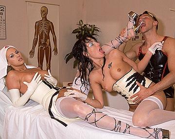 Private  porn video: Die Krankenschwestern Dorothy und Melody, untersuchen einen Schwanz, um dann hart gefickt zu werden