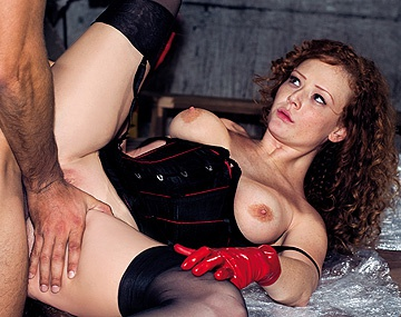 Private HD porn video: Audrey la dominatrice s'amuse avec un mec