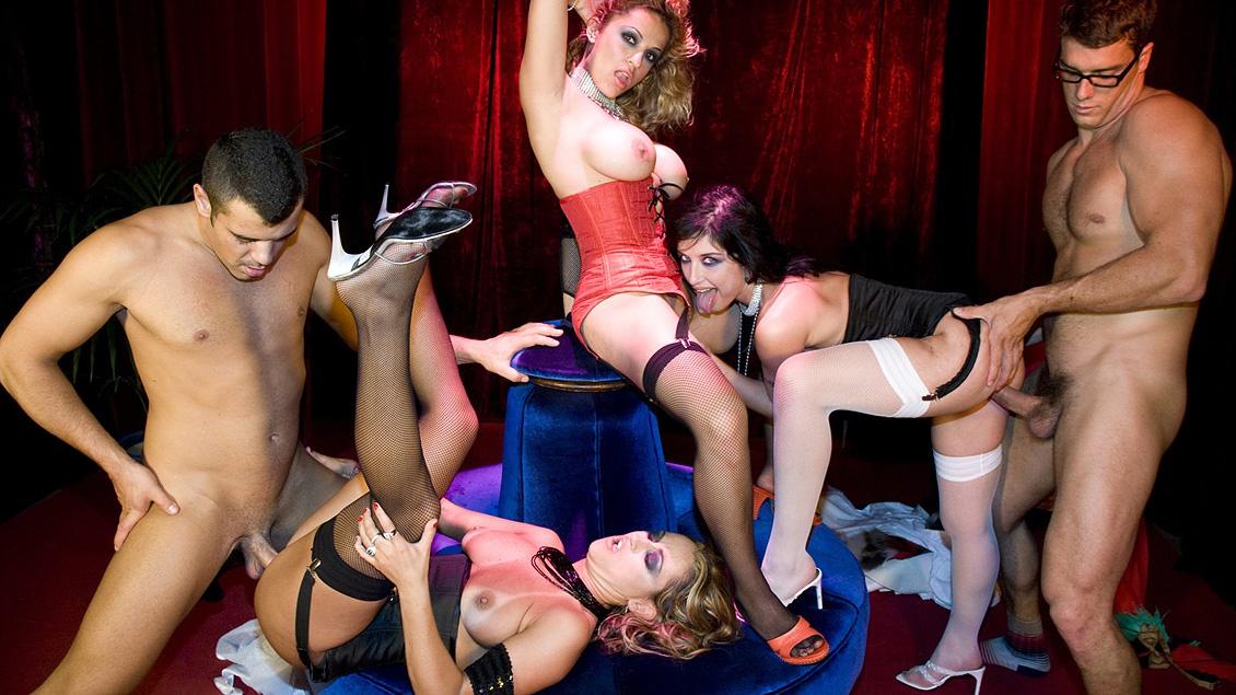Die Tänzerinnen Claudia, Tiffany Hopkins und Yessy haben Gruppensex im Club