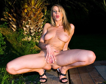 Private  porn video: Jane Darling Gets Her Asshole Drilled Deep While Masturbating Outdoors
