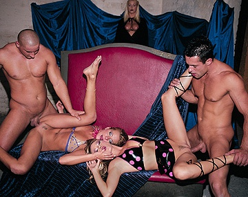 Private  porn video: Carina, Melissa Black en Victoria Swinger geven hand- en blowjobs met BDSM