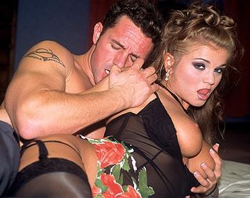 Private  porn video: Ritas Brüste wackeln nur so vor Geilheit als sie Anal durchgefickt wird