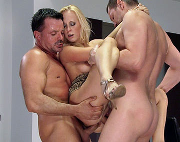 Private HD porn video: Carla Cox, rubio zorrón, squirting y DP en el salón