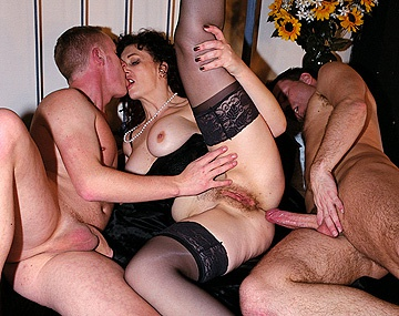 Private  porn video: Jessica Blake anima a Zara a ponerme cerda haciendo un trio