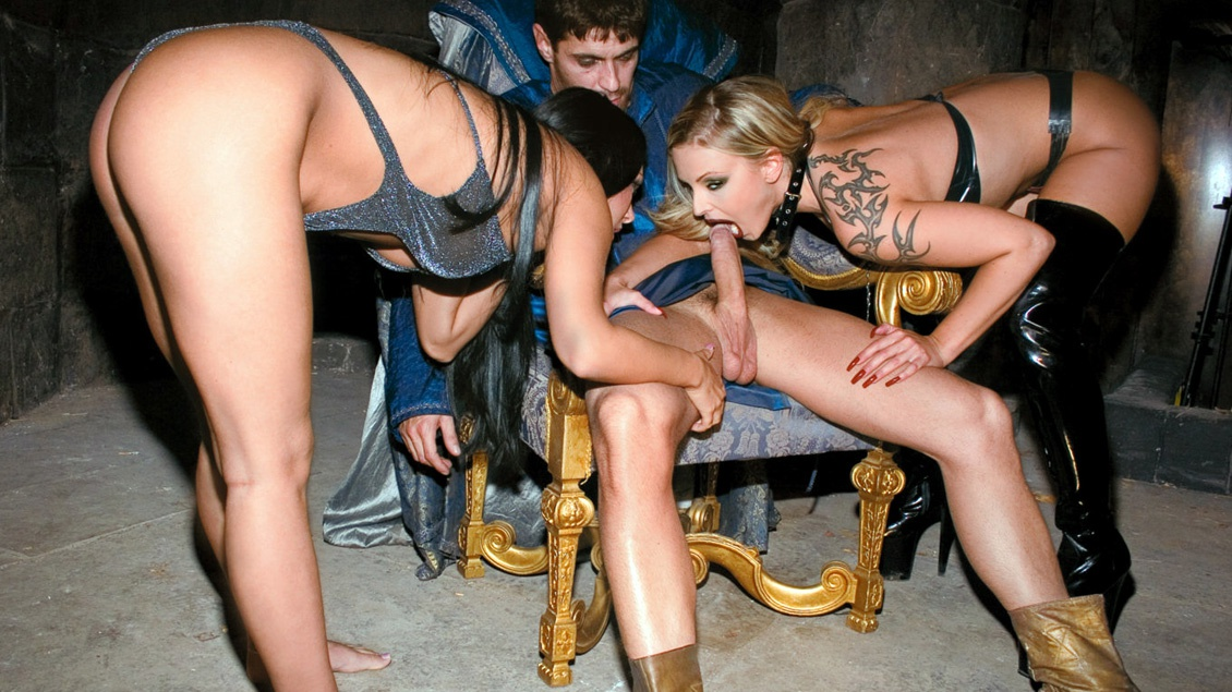 Liliane Tiger and Valentina Velasques Take Turns Giving a 3 Way Hummer