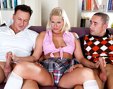 Private HD porn video: MMF trio met blonde Simony Diamond die zich anaal diep laat penetreren