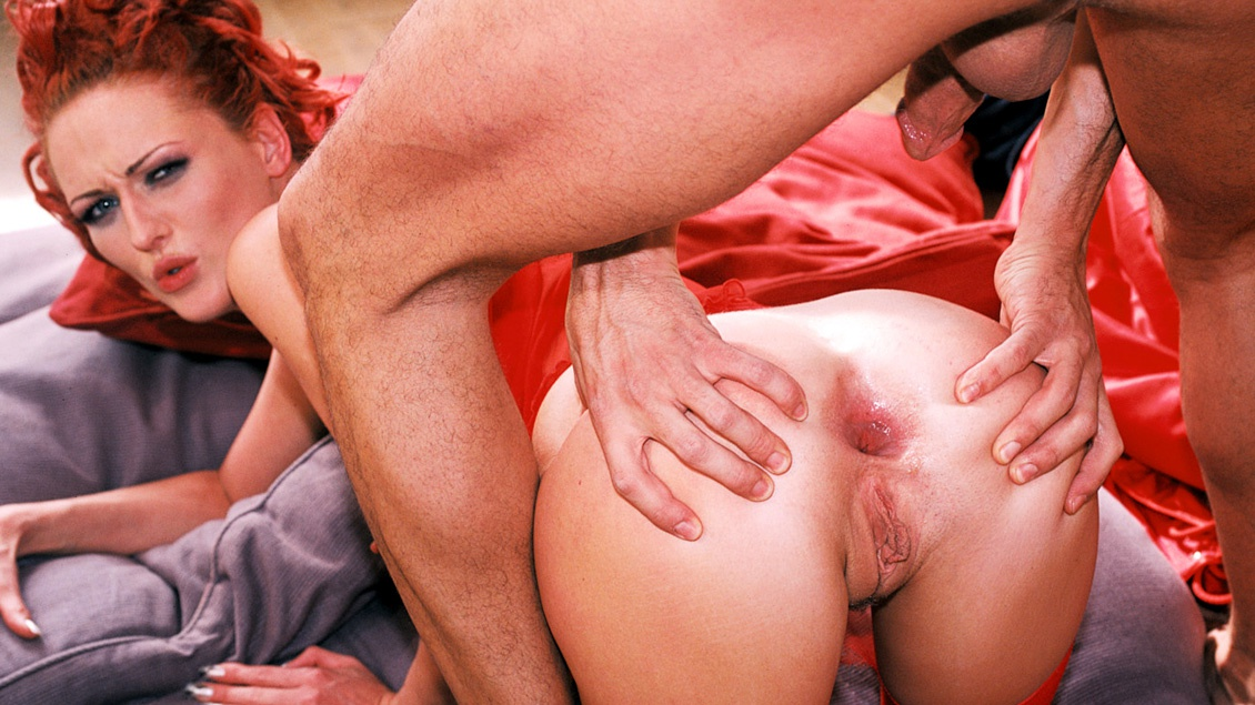 Donna Marie Shows a Guy Her Ass While He Masturbates before Fucking It