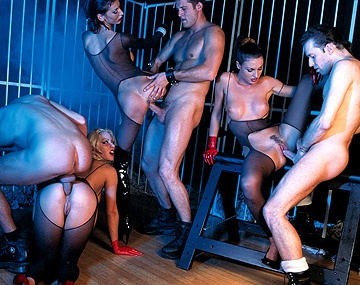 Private  porn video: Laura Angel, Monique Covet en Sorricca worden op een orgie grondig geneukt