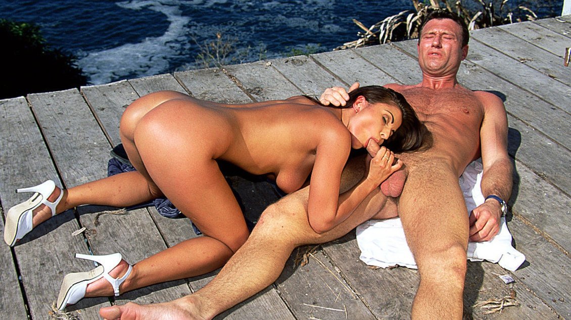 Dora Gives Blowjob While Masturbating Outdoors before Her Facial