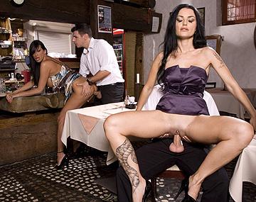 Private HD porn video: Die beiden Reifen Damen Ars und Mandy, zeigen Ihren Angestellten wie Sex funktioniert