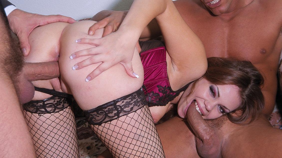 Gia Paloma sale a la calle con una vestimenta muy erótica