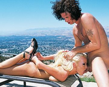 Private  porn video: Melissa Lauren se met à quatre pattes, ses nichons se balancent pendant qu'elle se fait limer le cul