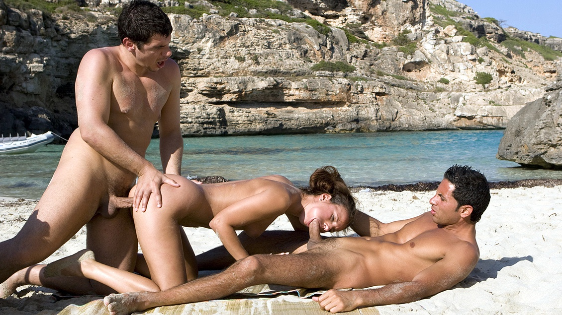 Claudia Rossi Has Her Ass Gaped Wide Open on the Beach