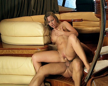 Private HD porn video: Colette y su novio pillados follando en el barco