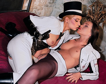Private  porn video: Julie Silver y Sabina Black, si te va el fetish, estas dos lesbianas te harán disfrutar