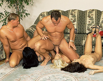 Private  porn video: Asian Shan, Betty, Carla et Sandra Iron se font défoncer le cul!