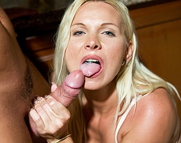 Private HD porn video: Cette MILF suce le copain de sa fille