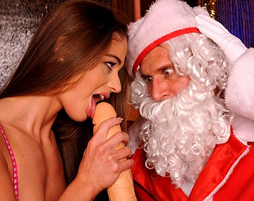 Private HD porn video: Brunette Cathy Heaven wordt super hard geneukt door de kerstman en geeft een geile DT