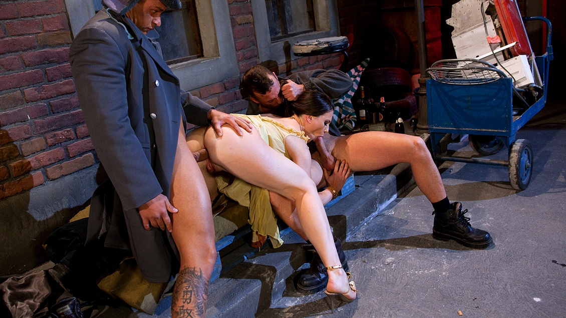 Jessica Fiorentino Gives Two Studs a Handjob before She Gets Analized