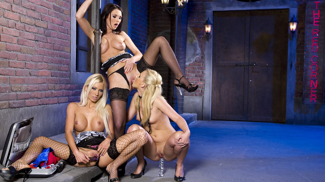 Adele, Antonia and Blond Cat Have a Hot Lesbian Threesome
