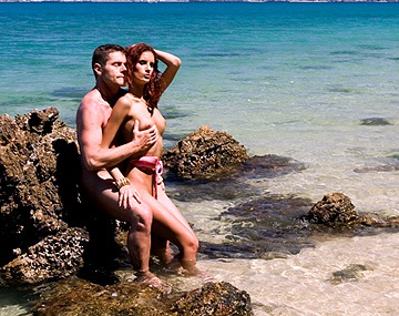 Private HD porn video: Leanna se fait enculer par son mec sur la plage
