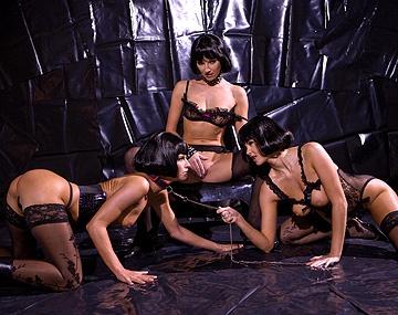 Private  porn video: Las tres cerditas, con medias negras y mojaditas
