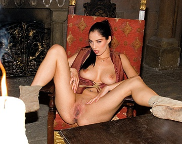 Private  porn video: Lara Stevens en un castillo por el culo le dan un ratillo