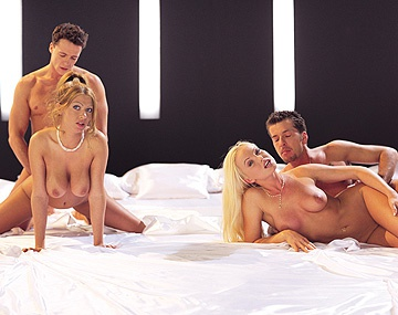 Private  porn video: Silvia Saint comparte cama redonda con Sonia Smith para que las penetren sin fin