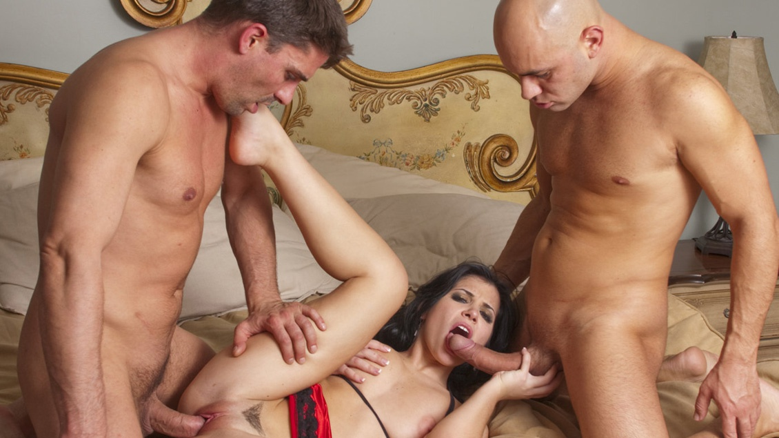 Rebeca Linares Gets Her Asshole Covered with a Cumshot in a Threeway