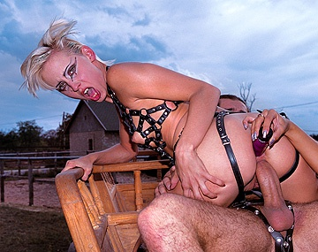 Private  porn video: Melinda, Dina Pearl y Michelle Wild, se rebelan en la granja en una orgía fetichista con anal y DP