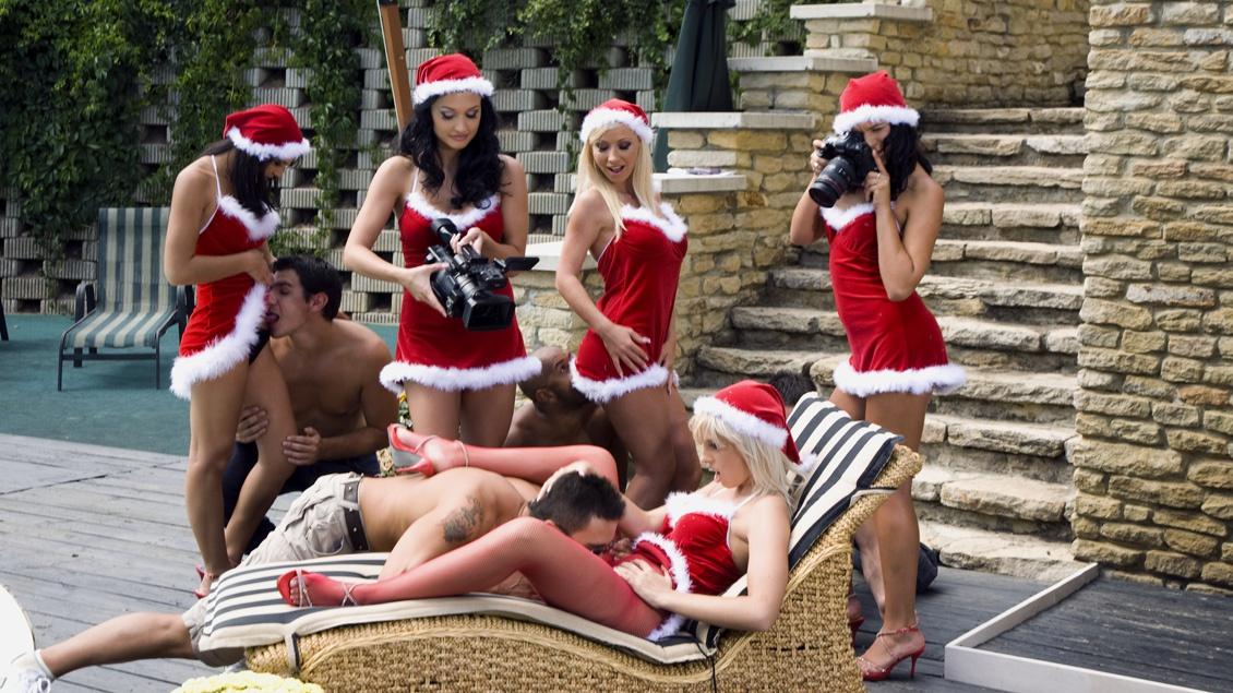 Santa`s geile Lustengel Aletta und Lara nehmen an einer wilden Orgie teil