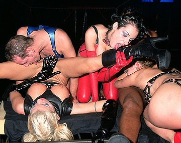 Private  porn video: Anne Joy, Michelle Wild en Monique Covet in BDSM scène met blowjobs en een DP