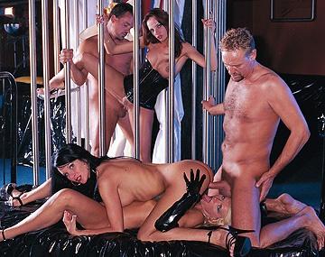 Private  porn video: Angelique Morreau en haar ondeugende vrienden houden een orgie