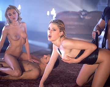 Private  porn video: Cleare, Lynn Stone, Nicole en Petra Short krijgen DP's op een orgie