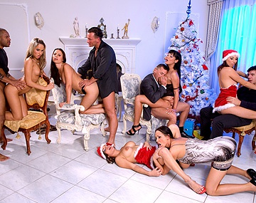 Private  porn video: Claudia Rossi, Britney en andere geile sterren mengen zich in een interraciale DP orgie