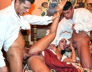 Private  porn video: La asistenta Salma se folla a los dueños de la casa