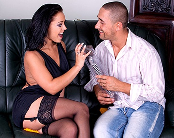 Private  porn video: Die großbusige Liza del Sierra in Doppelfick mit Schwanz und Dildo
