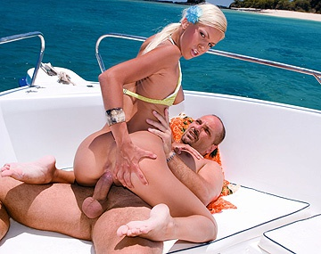 Private HD porn video: Een speedboot is de perfekte plaats voor hardcore sex met Boroka