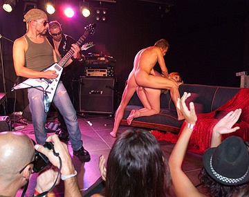 Private HD porn video: Diana Dean, Evita de Luna en Laia Prats hebben een rockster orgie op het podium