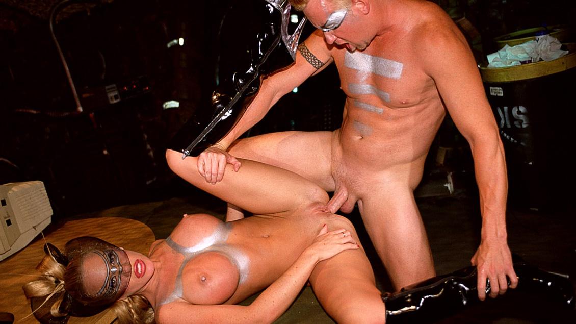 Bridgette Keerkove, rubia de enormes peras y señora de  su señor, le va el anal sin nigún rubor