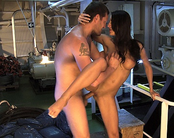 Private HD porn video: Kortney Kane is in de machinekamer van het schip en wordt daar stevig geneukt